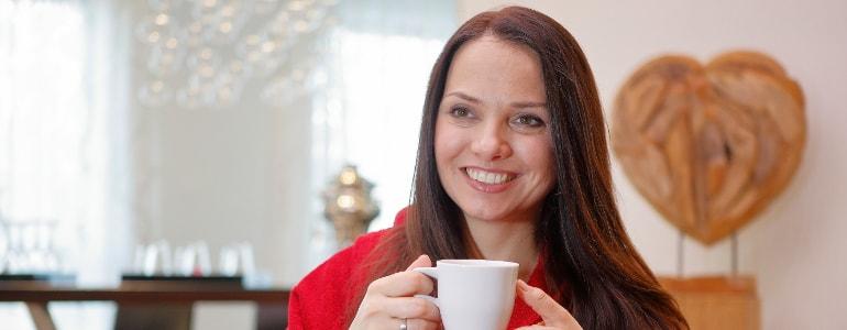 Eine fröhliche Frau